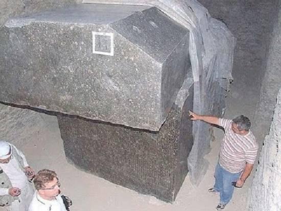Тайна гранитных саркофагов Серапеума